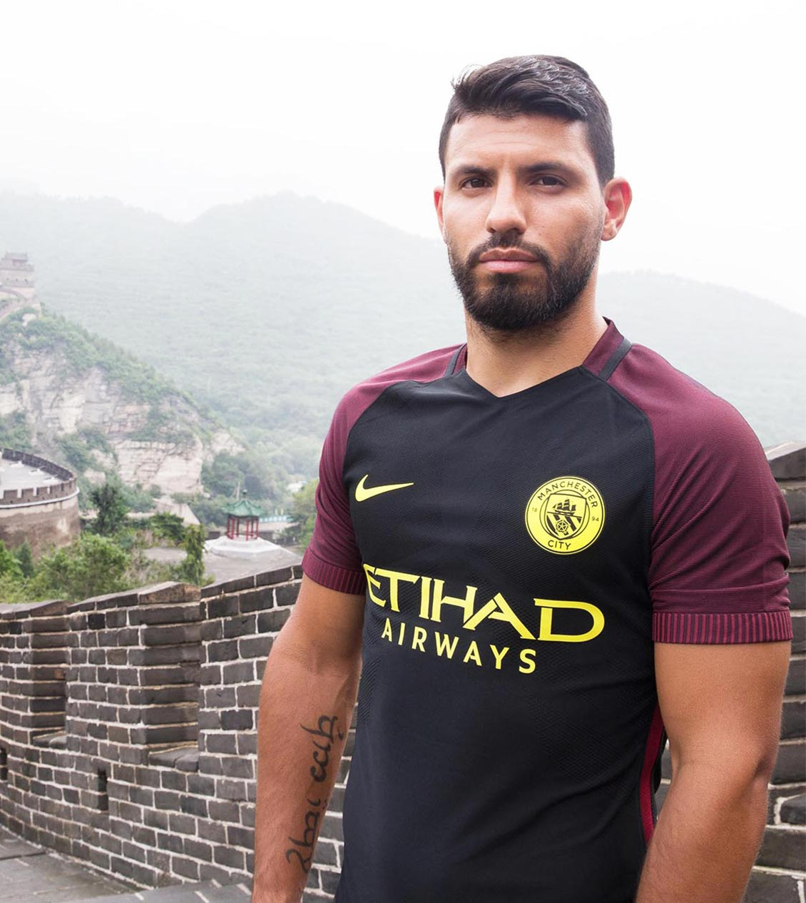 Sergio Aguero launches the new kit on the great wall of China
